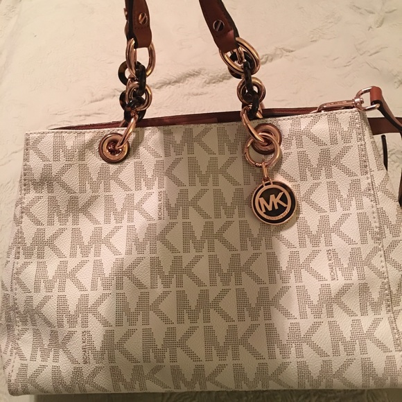 6b6c407fe73495 get michael kors cynthia signature medium satchel 90132 f7267